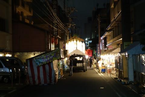 祇園祭 前祭宵山初日 テキ屋の開店準備