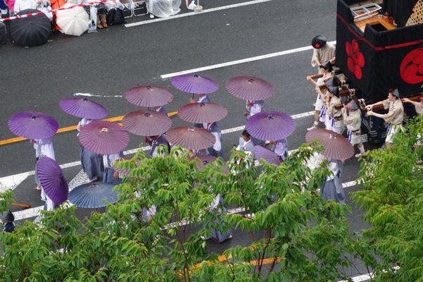 2015雨の祇園祭前祭 山鉾巡行 油天神山の雨傘
