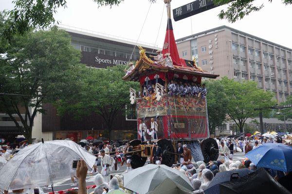 2015雨の祇園祭前祭 山鉾巡行 長刀鉾