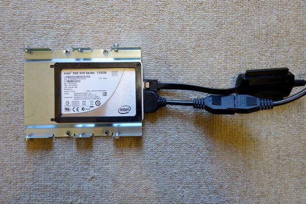 SSDに変換ケーブルを接続