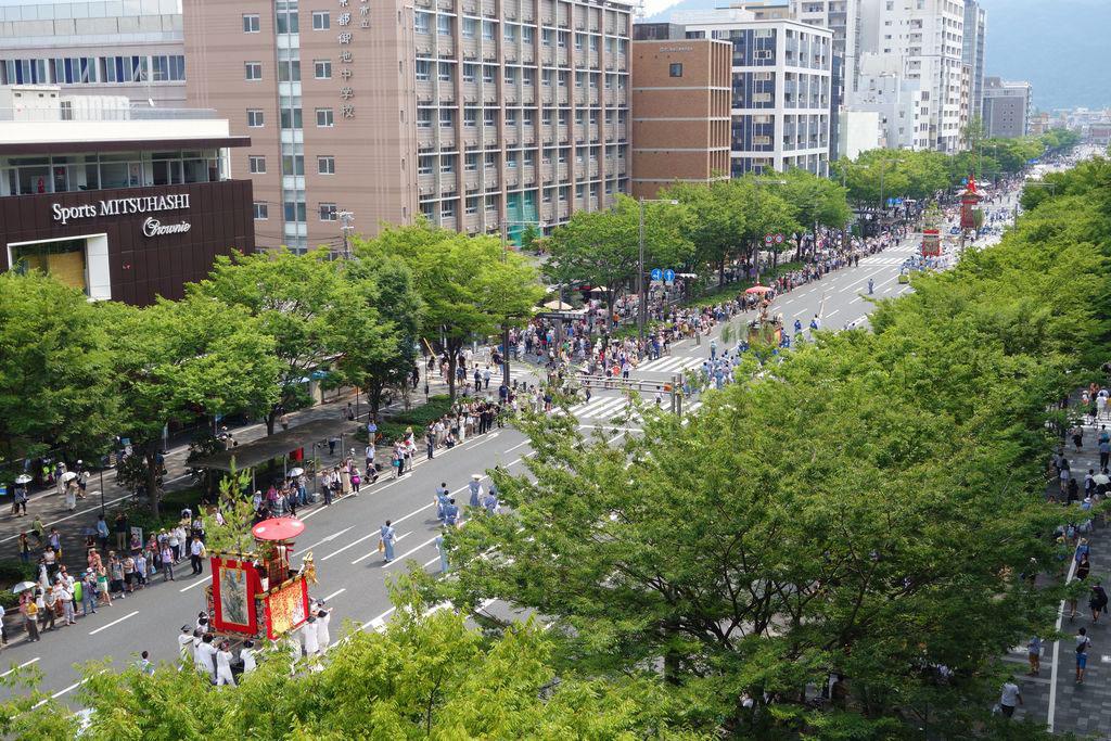 夏の御池通 祇園祭