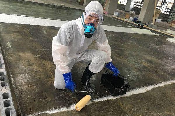 FRP防水 防護服と防毒マスク