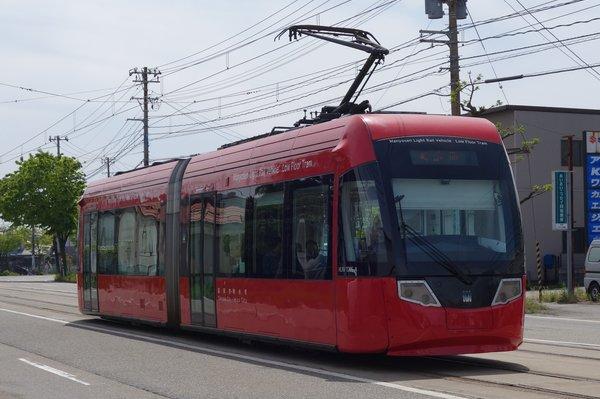 万葉線 MLRV1000形