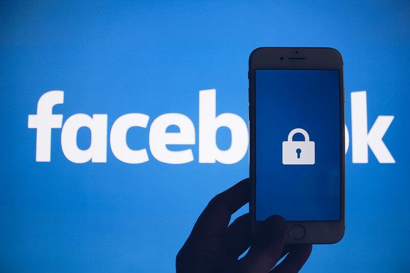 Facebook アカウント情報流出